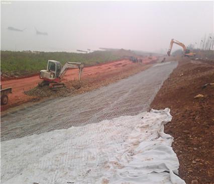 复合土工膜在黑龙江三江建设防渗工程中使用