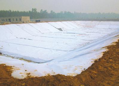 扎拉诺尔垃圾填埋场调节池防渗处理